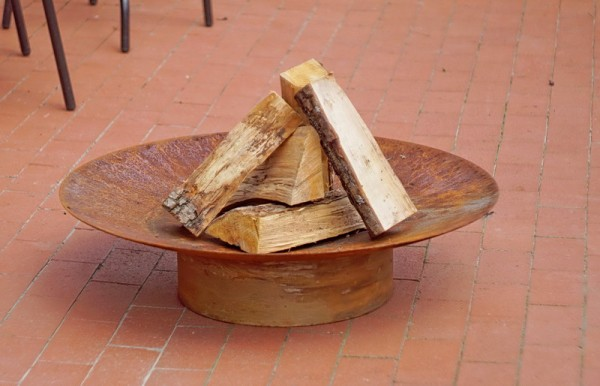Feuerstelle Gedi ø 80 x 20 cm und Fuß aus Rohstahl rostend